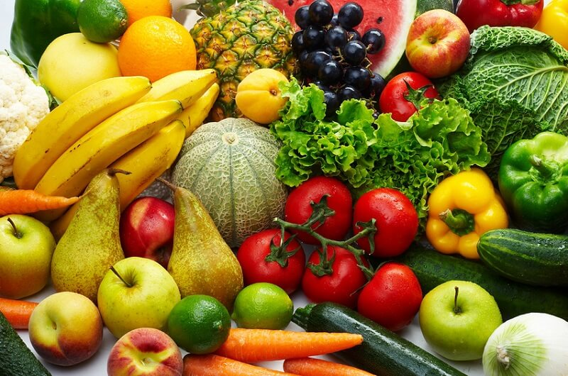 Rau củ và trái cây giúp cung cấp cho cho cơ thể lượng Vitamin cần thiết cho quá trình hồi phục