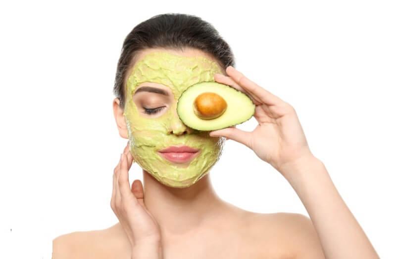Đắp mặt nạ dưỡng da giúp da mịn màng trắng sáng