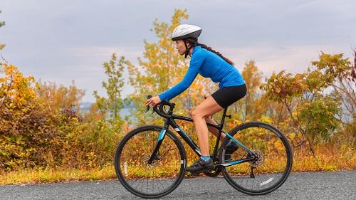 Đạp xe đạp có bị to bắp chân không