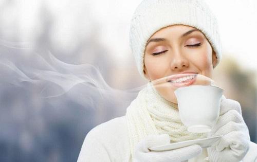 uống nước nóng có giảm mỡ bụng không